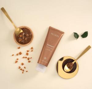 Con este gel autobronceador puedes darle a tu piel un tono cálido similar al de un bronceado en cualquier época del año. Consigue un bonito tono dorado y una piel hidratada sin necesidad de una excesiva exposición al sol.
