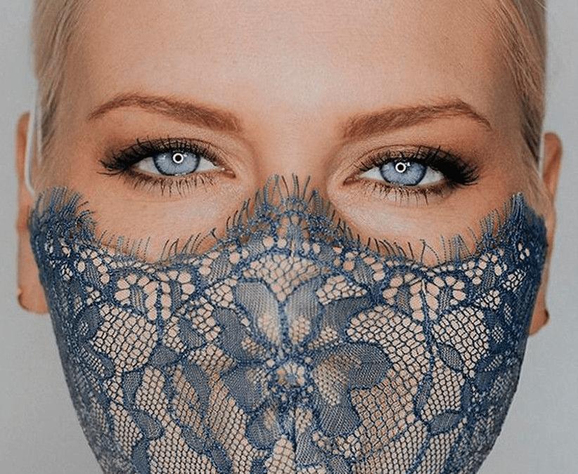 Maquillaje y mascarilla
